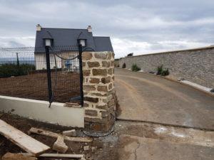 Argol-réalisation-de-2-piliers-en-pierres-300x225