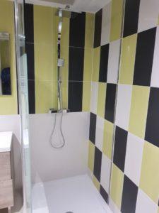 Argol-réalisation-dune-salle-de-bain-avec-douche-italienne-et-wc-suspendu-3-1-225x300