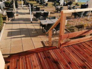 realisation-terrasse-bois-restaurant-loasis-plomodiern-5-300x225