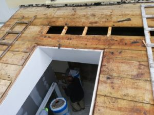 renovation-charpente-pose-velux-chateaulin-3-300x225