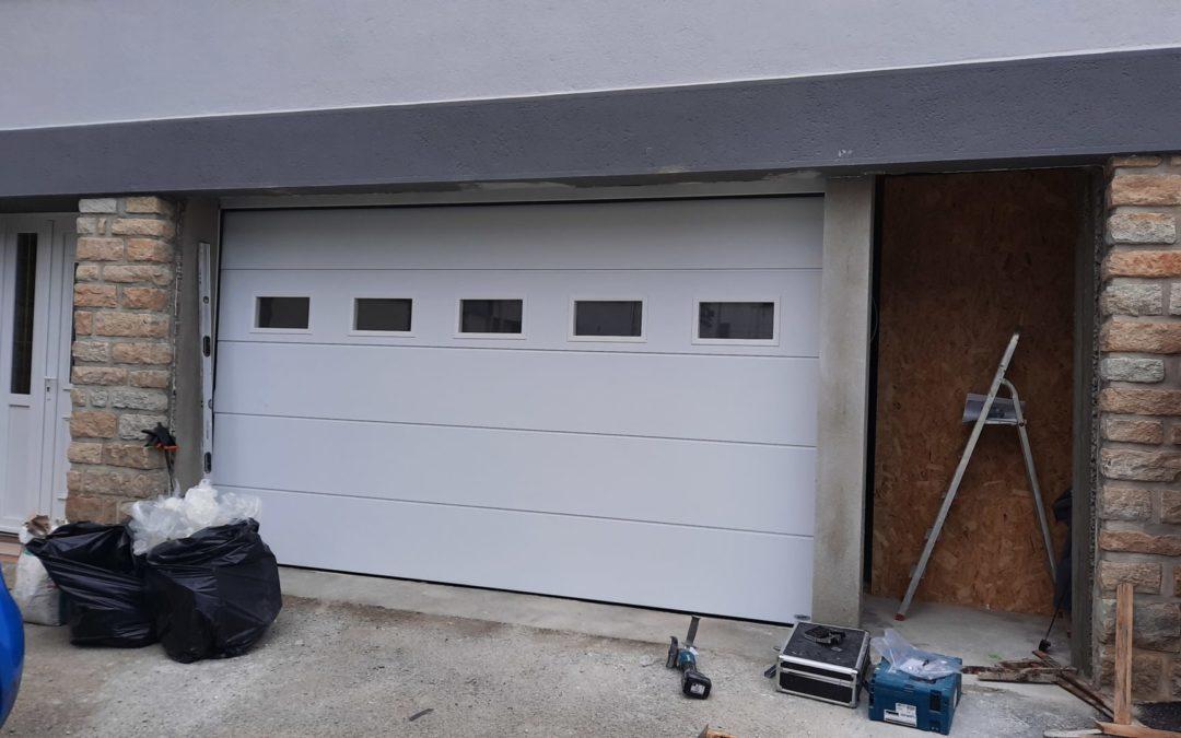 Pose d'une porte de garage sectionnelle électrique Quimper
