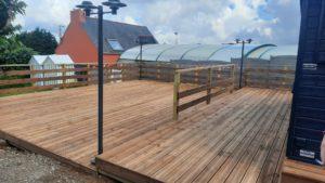 terrasse-bois-camping-de-liroise-plomodiern-5-300x169