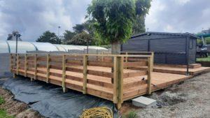 terrasse-bois-camping-de-liroise-plomodiern-6-300x169